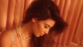 Kim Kardashian twittert sich liebend gern leicht bekleidet. (Foto)