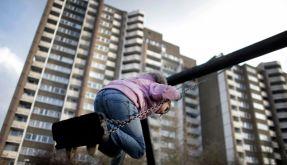Kind auf Schaukel (Foto)