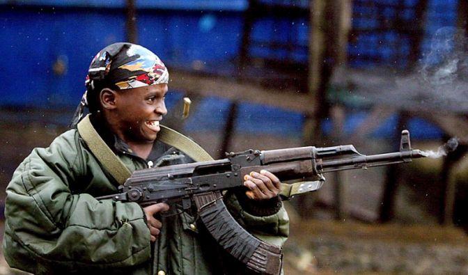 Kindersoldat in Liberia (Foto)