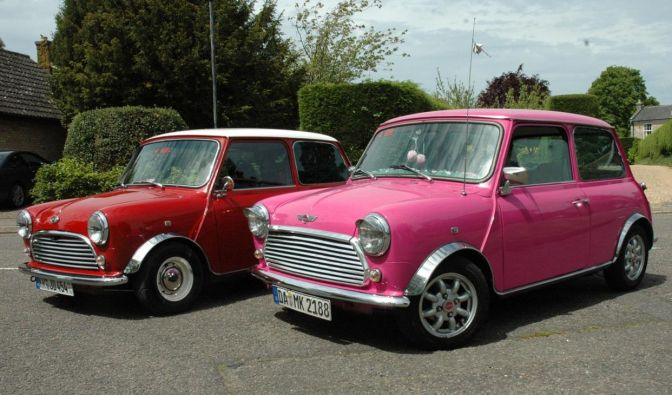 Knallrot oder pink: Diese Minis sind Geschmacksache - und trotzdem Kult. (Foto)
