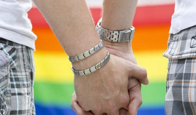 Koalition streitet über Steuervorteil auch für Homo-Ehen (Foto)