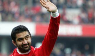 Kölns Kapitän Ümit Özat beendet Fußball-Karriere (Foto)