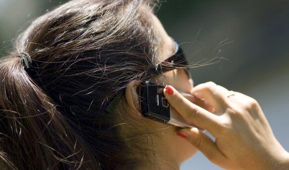Können Handystrahlen Hirntumore auslösen? Ein Gericht in Italien hat nun einem Kläger recht gegeben und seine Tumorerkrankung als Berufskrankheit eingestuft (Symbolfoto). (Foto)