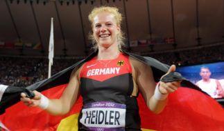Konnte am Ende doch noch lachen: Hammerwerferin Betty Heidler nach dem Mess-Desaster im Wettkampf. (Foto)
