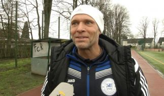 Konnte sich durchaus über den Punkt beim Spitzenreiter freuen: Thorsten Legat, Trainer des FC Remscheid. (Foto)