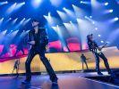 Konnten in Stuttgart etwa 10.000 Fans zum Tourauftakt begeistern: Klaus Meine (Mitte) und seine Scorpions. (Foto)