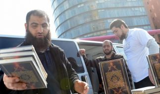 Koran-Verschenkaktion in 30 deutschen Städten (Foto)