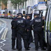 Polizisten in den Straßen Englands: Scotland Yard und Regierung streiten über den Einsatz der Sicherheitskräfte während der Krawalle in den vergangenen Tagen.