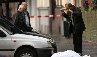 Kripo untersucht den Tatort (Foto)