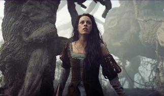 Kristen Stewart droht nach der Affäre mit ihrem Snow White And The Huntsman-Regisseur beruflich Ärger. (Foto)