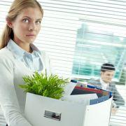 Wer seine Kündigung bekommt, ist meist geschockt. Doch noch ist nicht alles verloren. Arbeitnehmer können sich wehren.