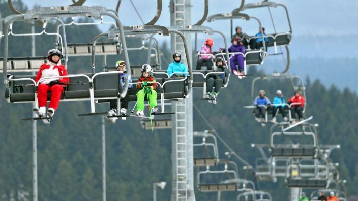 Kunstschnee sorgt für Skispaß auch bei Plusgraden. (Foto)