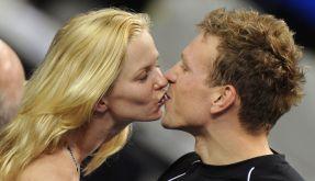 Kuss am Beckenrand: Britta Steffen und Paul Biedermann sind seit 2010 ein Paar. (Foto)
