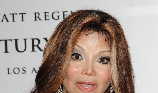 La Toya Jackson wird ihrem verstorbenen Bruder Michael Jackson immer ähnlicher. (Foto)