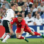 Das wichtigste Duell des Spiels: Philipp Lahm gegen Cristiano Ronaldo.