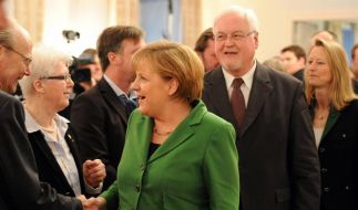 Landesvater Carstensen feiert 65. Geburtstag mit Merkel und Hoeneß (Foto)