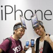 Lange Warteschlangen bildeten sich auch in Deutschland vor den Apple-Stores zum Verkaufsstart des iPhone 5.