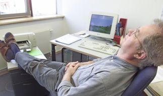 Langeweile im Büro (Foto)