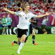 Lars Bender schießt Deutschland ins Viertelfinale.