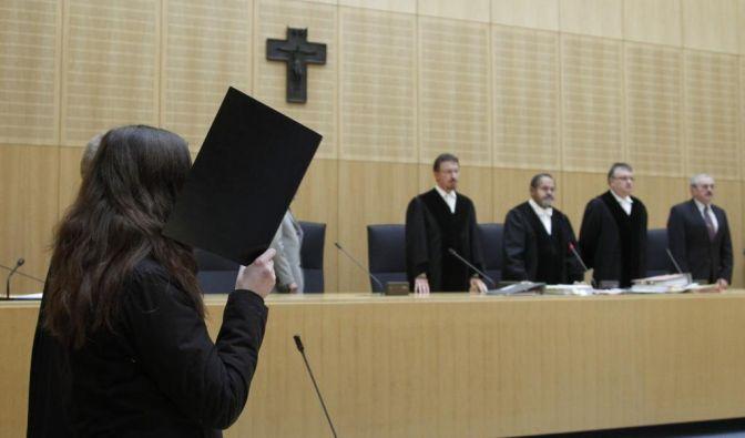 Lebenslange Haft fuer Mutter wegen Kindestoetung (Foto)