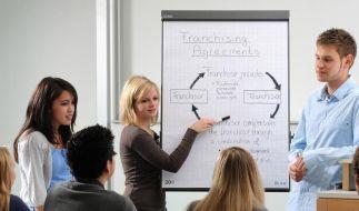 Lernen im Doppelpack: Dual studieren ist im Trend (Foto)