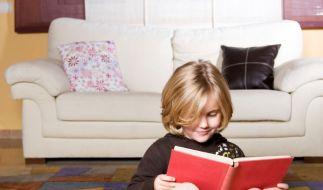 Lesendes Kind (Foto)