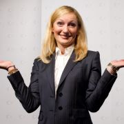 Monika Gruber wird die neue ZDF-Boulevardsatire Leute, Leute! präsentieren.
