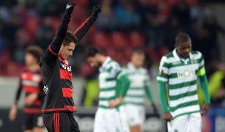 Leverkusens Javier Hernandez feiert den den 3:1-Sieg über Sporting Lissabon. (Foto)