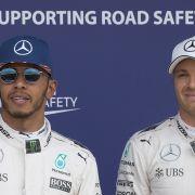 Lewis Hamilton (li.) und Nico Rosberg kämpfen in Ungarn um die Führung in der Fahrerwertung. (Foto)