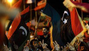 Libyer feiern in Bengasi den Sturz des Gaddafi-Regimes. (Foto)