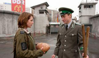 Liebe in Zeiten der Mauer: Franzi (Felicitas Woll) und Sascha (Maxim Mehmet). (Foto)