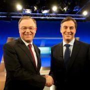 Liefern sich ein Kopf-an-Kopf-Rennen in Niedersachsen: Ministerpräsident David McAllister (CDU, rechts) und Herausforderer Stephan Weil (SPD).