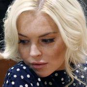 Lindsay Lohan muss wieder vor Gericht. Sie soll nach einem Autounfall gelogen haben.