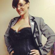 Lisa Ann, das Sarah-Palin-Porno-Double, posiert in aufreizender Manier.