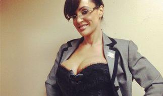 Lisa Ann, das Sarah-Palin-Porno-Double, posiert in aufreizender Manier. (Foto)