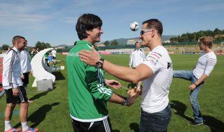 Löw gibt Vollgas - Schumacher & Rosberg chauffieren DFB-Stars (Foto)