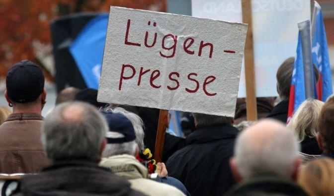 """""""Lügenpresse"""" selbstgemacht: Der Kreisverband Nürnberg der """"Alternative für Deutschland"""" hat auf Facebook die Überschrift eines Artikels der """"Abendzeitung"""" dreist manipuliert. (Foto)"""