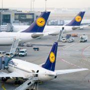 Bus mit Fluggästen am Flughafen Frankfurt verunglückt (Foto)
