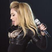 Madonna hat sich mit ihren Eskapaden den Spott von Elton John zugezogen.