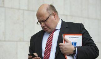 Mächtig was los, im Netz: Peter Altmaier setzt sich bei Twitter gegen einen Nachrichten-Orkan zur Wehr. (Foto)