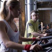 Schüchterne Anmache im Fitnessstudio: Christian Ulmen und Inez Björg David.