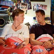 Zwei Männer im Bett: Justus von Dohnányi (links) und Til Schweiger.