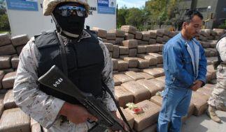 Mal wieder wurden Drogen beschlagnahmt, die Einsatzkräfte sind schwerbewaffnet: Alltag in Mexiko. (Foto)