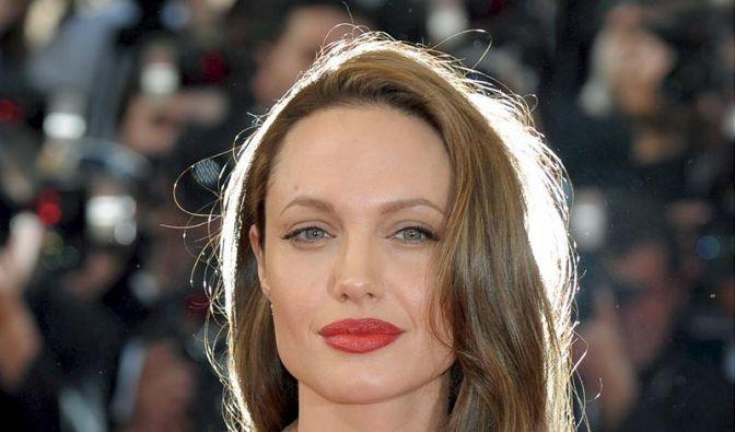 Man könnte fast glauben, es sei ein Heiligenschein, der Angelina Jolie umgibt.  (Foto)