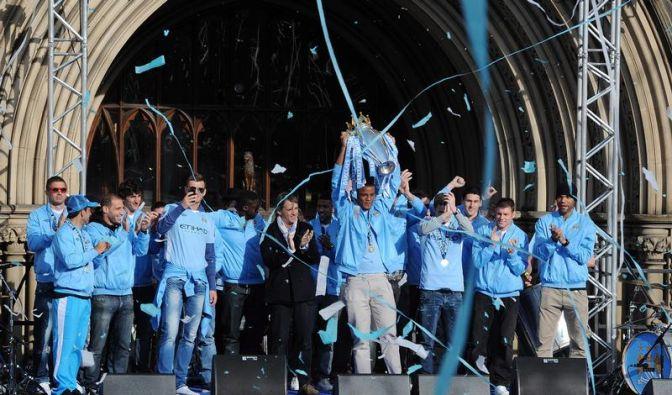 ManCity will Ära starten - Parade durch Manchester (Foto)