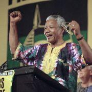 Kämpfer für die Versöhnung der Rassen: Nelson Mandela bei einer Wahlkampfveranstaltung seiner Partei ANC im Januar 1994. Im Mai 1994 wurde Mandela zum ersten schwarzen Präsidenten Südafrikas gewählt.