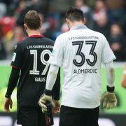 Marcel Gaus (li.) und Torhüter Zlatan Alomerovic vom FC Kaiserslautern. (Foto)