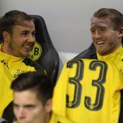 Mario Götze und Andre Schürrle (r) beim DFL-Supercup Borussia Dortmund gegen Bayern München am 14. August in Dortmund auf der Bank. (Foto)