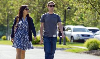 Mark Zuckerberg und seine Freundin Priscilla Chan gehen spazieren. (Foto)