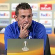 Markus Weinzierl auf der Pressekonferenz vor dem Spiel in Krasnodar. (Foto)